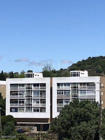 Prédio com 8 apartamentos de construção recente