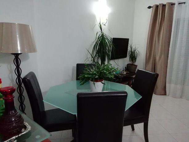 Mesa sala com cadeiras