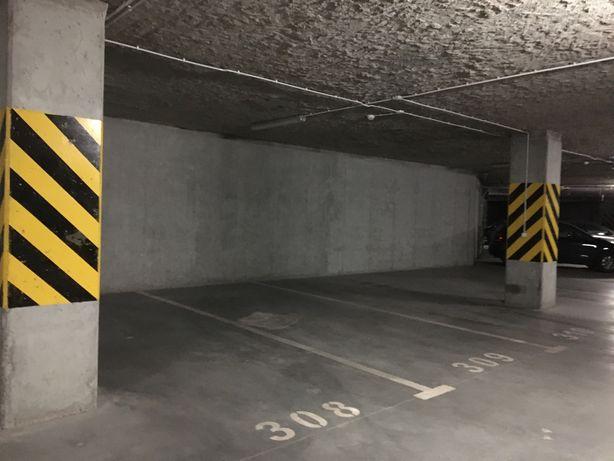 Miejsce parkingowe / Kaczorowskiego 7