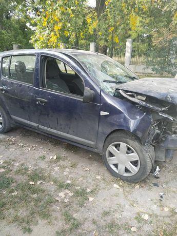 Автомобиль Дачиа Сандеро