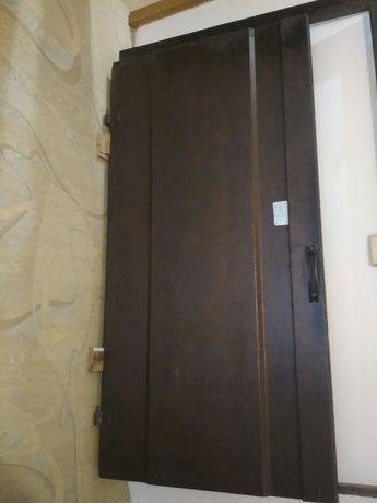 Дверь входная  от подьезда