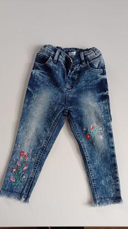 Spodnie jeansowe na dziewczynkę