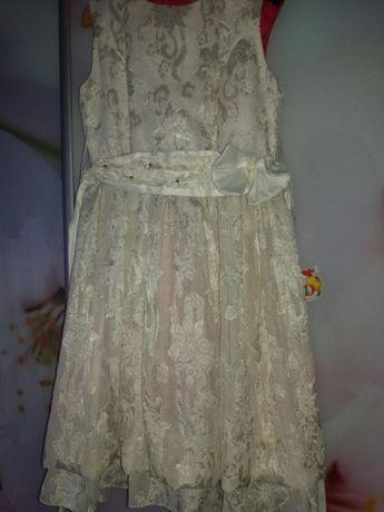 Продам нарядное платье на рост 134