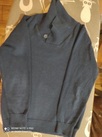 Sweterek z guziczkiem