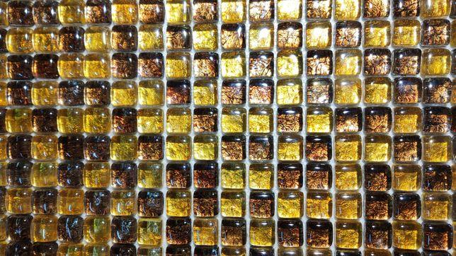 Mozaika szklana w kolorach bursztynu