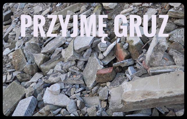 Gruz cegły kamienie