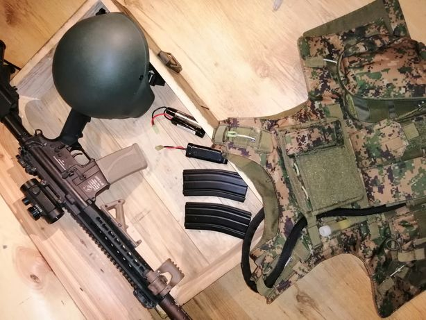 Zestaw ASG (Replika M4A1 keymode, baterie, magazynki)