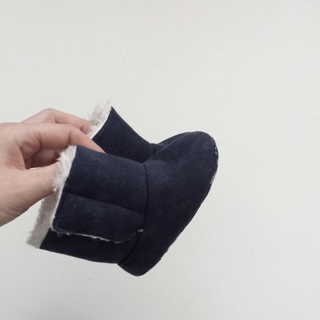 Zimowe buty z futerkiem 9/12 m-cy. Granatowe niechodki dziewczynka