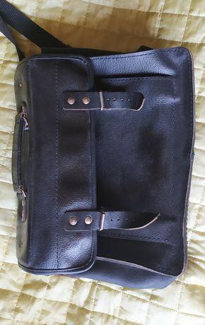 Stara torba listonoszka ze skóry - czarna