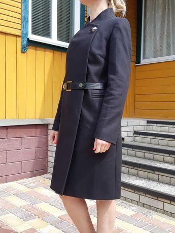 Продаю черное итальянское пальто демисезонное