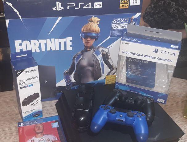 Продам приставку Sony PlayStation 4 PRO