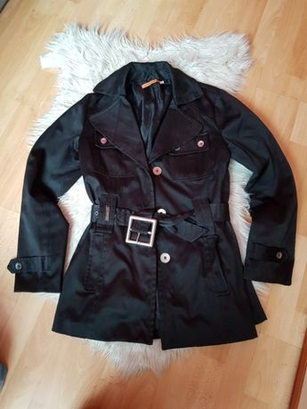 Czarny płaszczyk