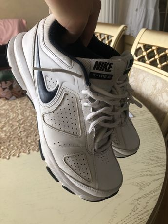 Кроссовки Nike T-lite Xl. Размер 41 (26 см)