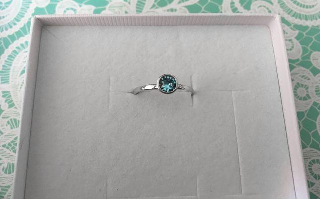 pierścionek kryształ Swarovski srebro 925 rodowane r. 11