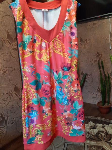 Платье красное с цветами