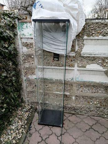 Szklana gablota - witryna ze szkła