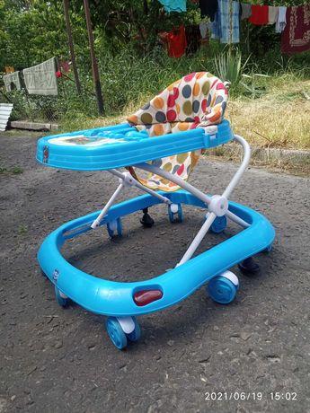 Ходунки,коляска, детские вещи от 0-11 месяцев