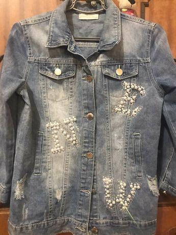 Джинсова куртка на дівчинку дуже гарна нова не підійшов розмір