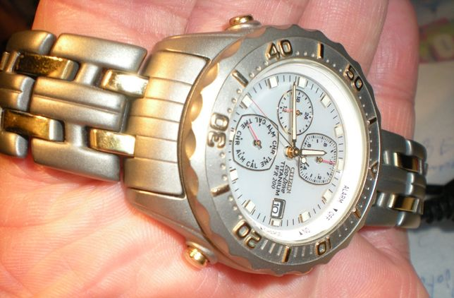 Zegarek Citizen całość tytan piękny