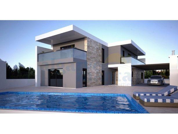 Luxuosa e recém construída moradia V4 com piscina privada...