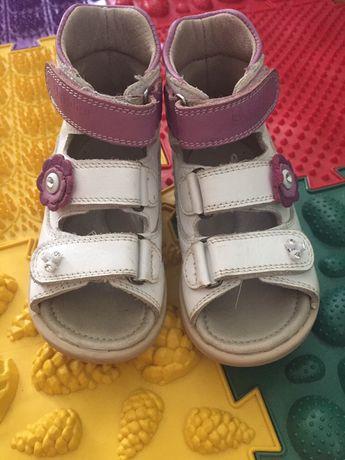 Ортопедичне взуття для дівчинки