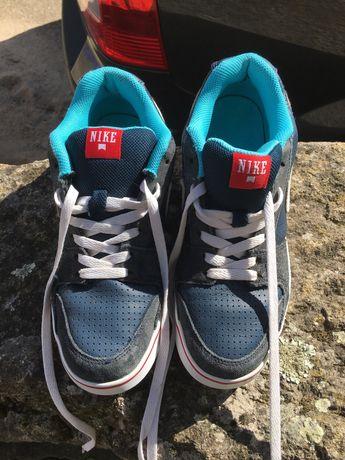 Sapatilhas/ténis NIKE menina/mulher 38,5 azuis com simbolo branco