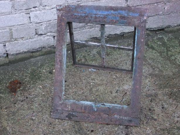 Stare okno strychowe - metalowe