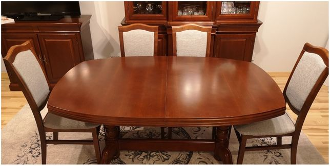 Stół rozkładany z litego rewna + 6 krzeseł + obrus