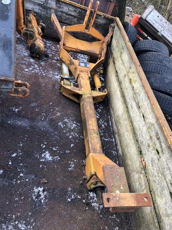 Przedni Tuz + WOM PTO na walek pod traktorem.