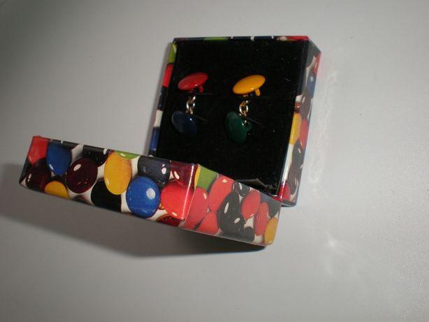 Запонки цветные в подарочной коробочке.