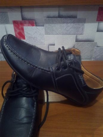 Туфли на мальчика 700 руб.