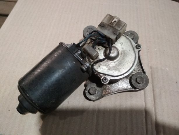 Двигатель стеклоочистителей Мазда 626