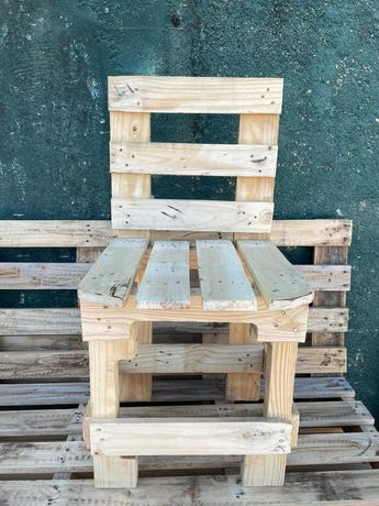 Cadeiras de Madeira Individuais