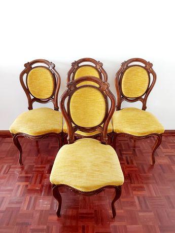 4 Cadeiras Luís XV em madeira de Castanho e estofadas a tecido amarelo