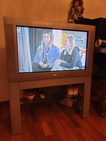 TV 32 polegadas + movel tv grundig