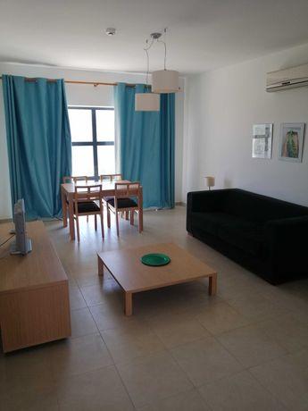 Apartamento T1 em condomínio fechado com piscina