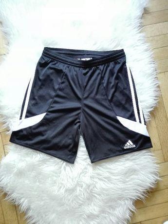 Czarne krótkie spodenki Adidas sportowe szorty modne oldschool lampasy