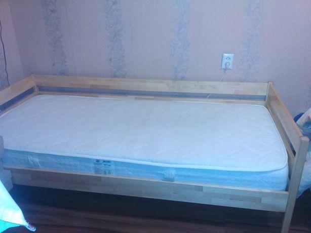 Ліжко на букових ламелях