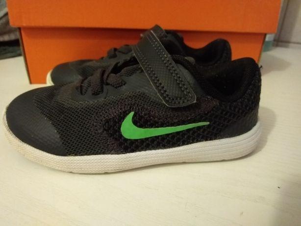 Nike Revolution 3 r.25