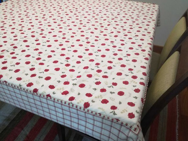 Toalha de mesa quadrada usada UMA ÚNICA vez