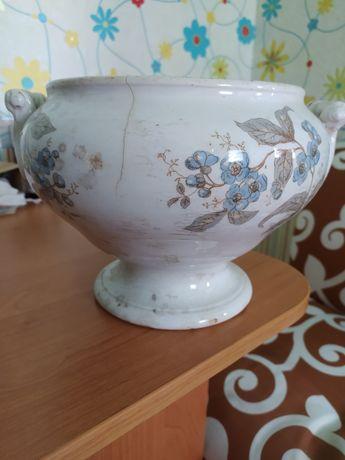 Очень старая ваза