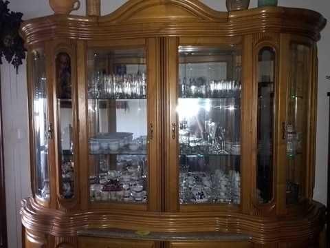 Cristaleira em madeira de carvalho