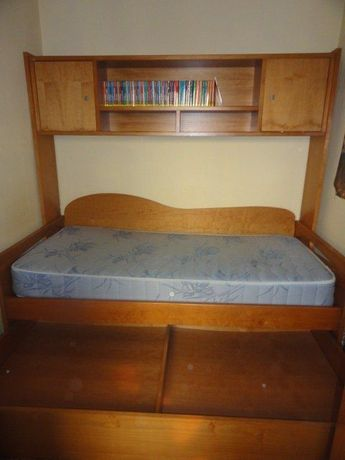 Cama de Quarto individual com gavetas e estante