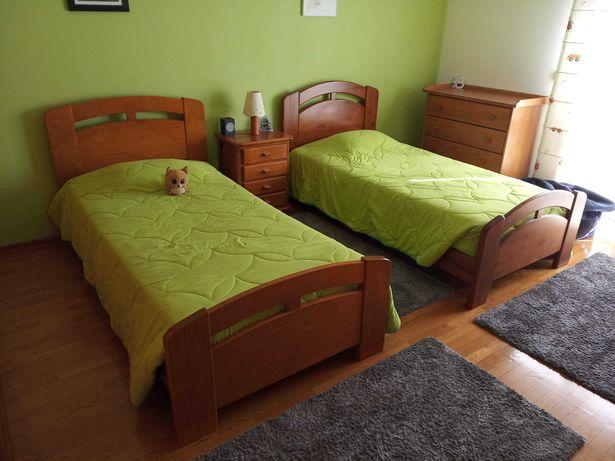 Mobília quarto completa c/ 2 camas, em pinho maciço e excelente estado
