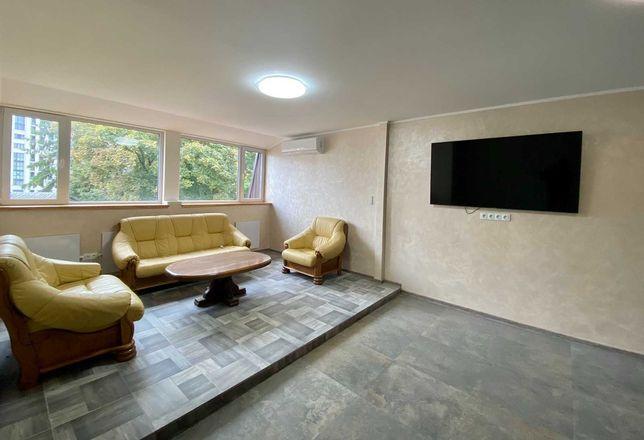 Продам укомплектовану 2-кімнатну квартиру в самому центрі міста! C