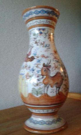 Jarra de porcelana pintada à mão