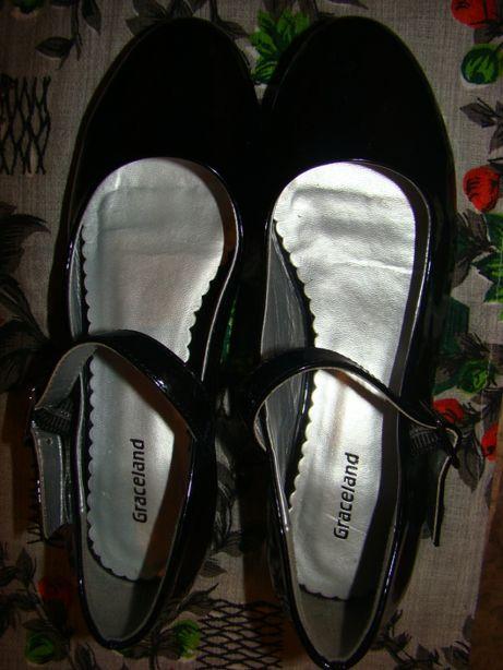 Нарядные лаковые туфли на каблучке Graceland 35р