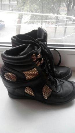 Сникерсы, кроссовки