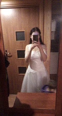 Suknia ślubna, bolerko wraz z welonem