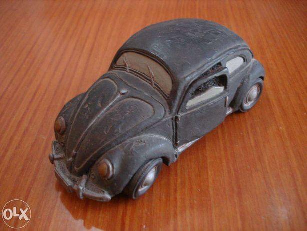 VW carocha antigo decorativo em barro bem. como novo